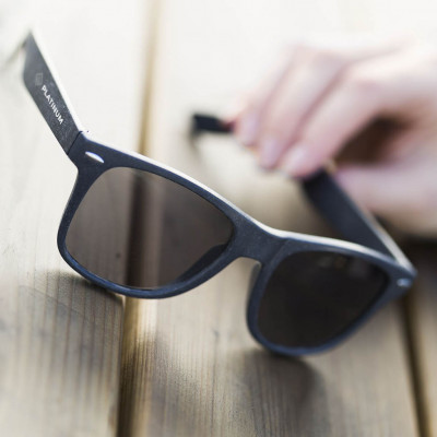 Solbriller - Bio